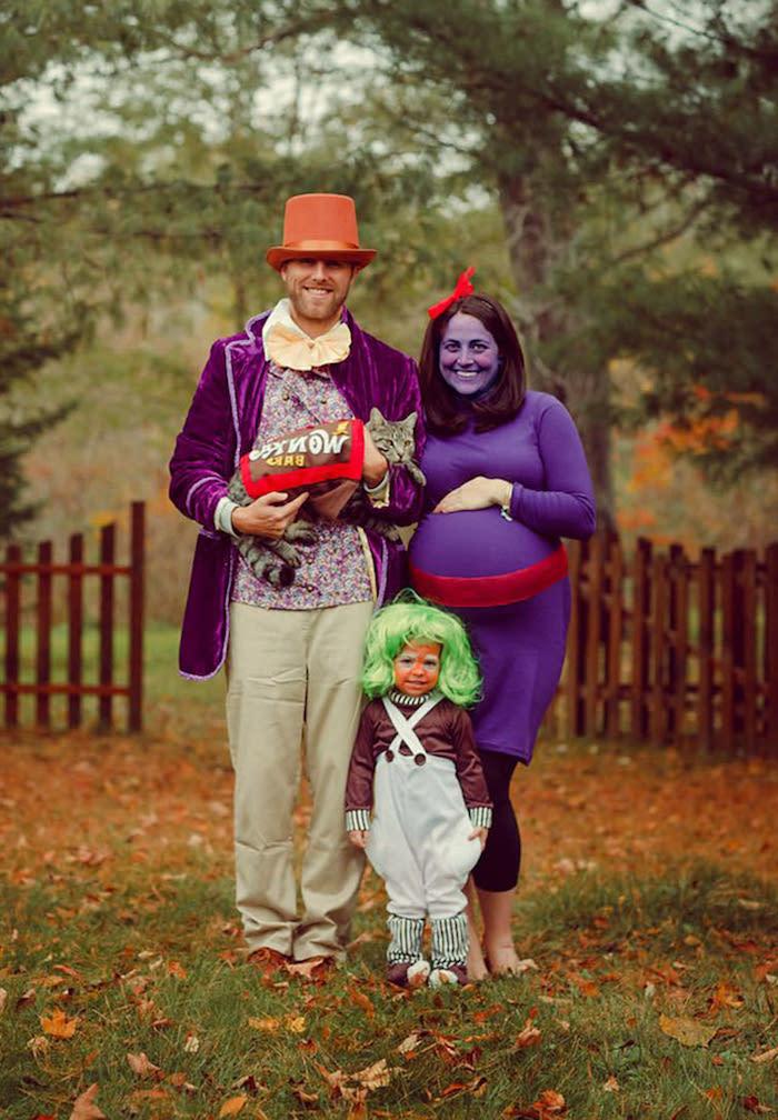 deguisement coiuple drole willy wonka charlie et la fabrique de chocolat une famille dans la foret maquillqge en violet