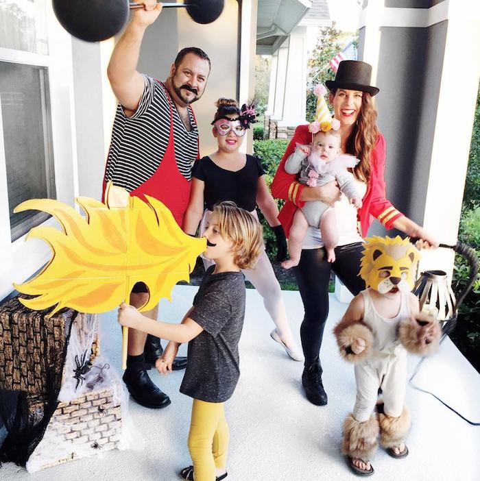 deguisement couple drole style cirque de soleil costume de lion faux feu