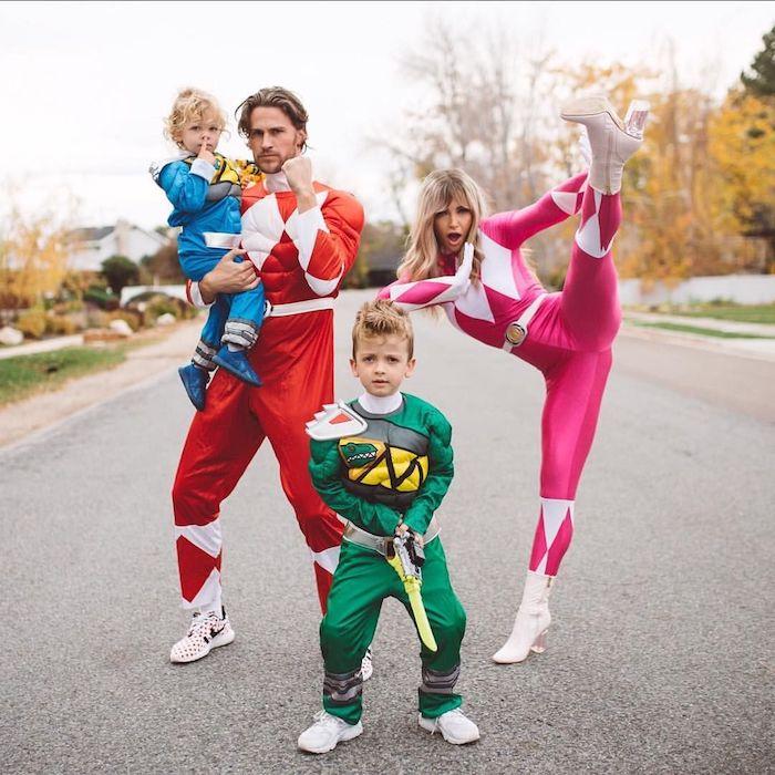 deguisement groupe pour halloween comme power rangers costumes a commander en couleurs differents rose verte et rouge