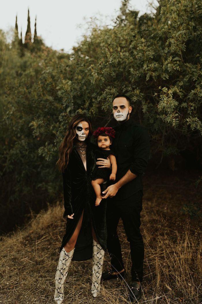 deguisement halloween maison maquilage squelette des vetements noirs deguisement trio