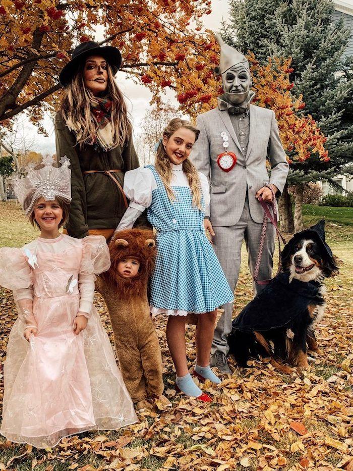 deguisement original le magicien d oz costume en metak des robes longues et un costume de chien une famille avec chien