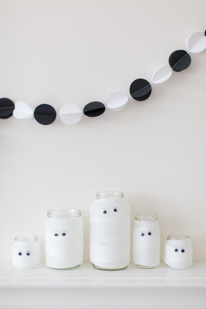 diy guirlande origami cercle noir et blanc fil décoration halloween a fabriquer bougeoir jar verre papier fantôme yeux mobiles