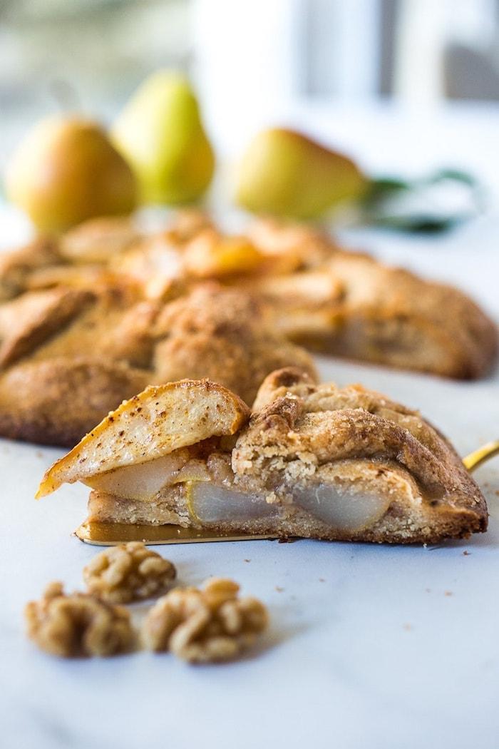 exemple de galette aux poires facile a faire gateau poire simple avec de la pâte à galette maison et des frutis à la cannelle