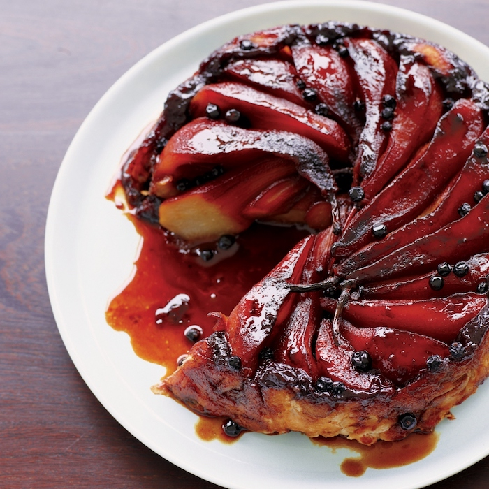 exemple de tarte aux poires tarte tatin recette avec des poires pochées vin rouge et myrtilles