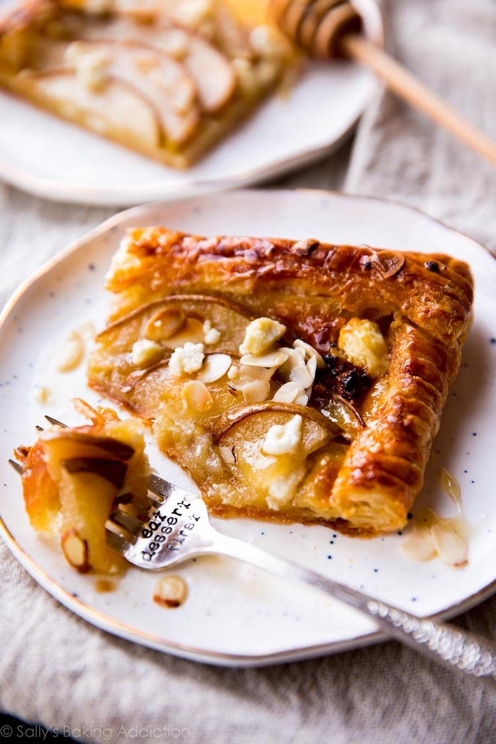 exemple de tarte poire amande simple dans de la pate feuilletée exemple de dessert simple avec des fruits de saison