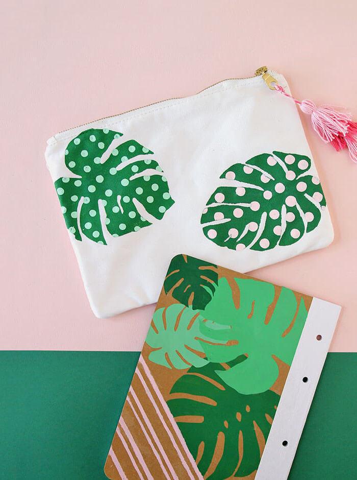 exemple pochette et cahier écolier personnalisé exemple activité manuelle pour enfant rentrée scolaire motif palmier en peinture