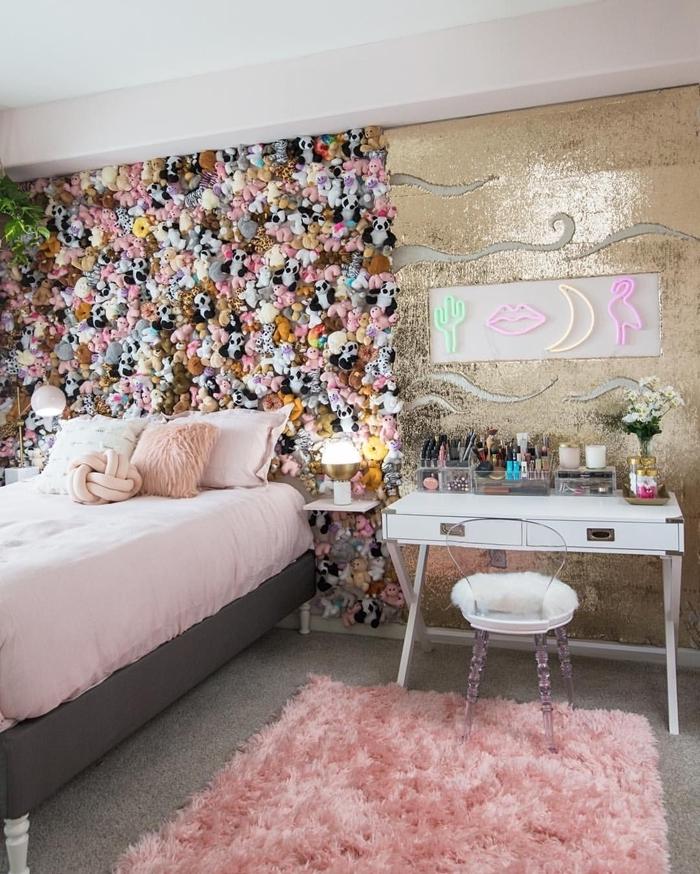 fabriquer une tete de lit originale avec pélouches diy tête de lit sur mur entier décoration chambre fille en gris et rose pastel