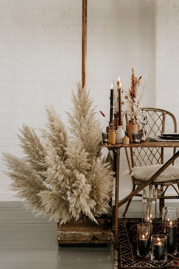 feuille de pampa décoration style bohème moderne intérieur mur briques blanches meubles bois brut coussin blanc