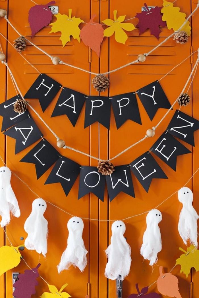 feuilles en papier coloré automne pommes de pin décoration halloween à faire soi même guirlande fantôme tissu