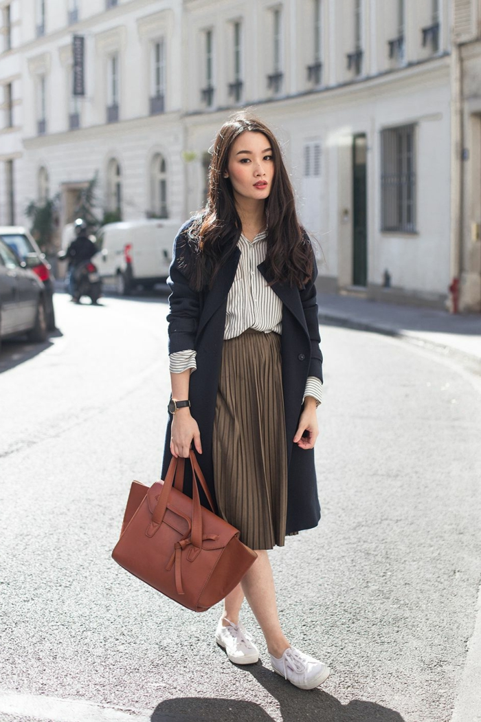 fille bien habillee a londres quel manteau avec une robe longue tenue jupe plissée manteau noire longue