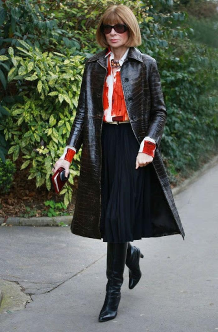 formidable idee comment porter une jupe longue style décontracté chic noir manteau longue cuir elegance chemise blanc et rouge