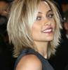frange cheveux fins blondes coiffure a couches en style les annes 90