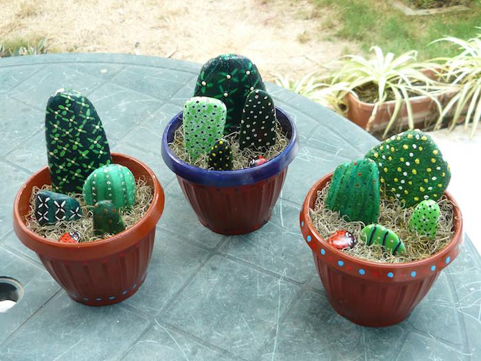 galets peints à motif cactus artificiel en pots deco cactus originale