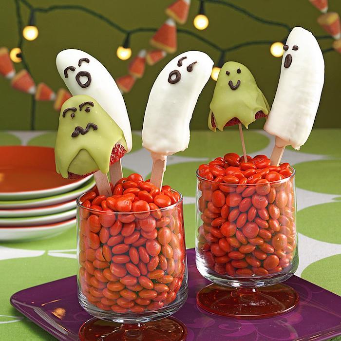 gouter halloween idee de dessert fraise banane au chocolat dans bobnons dessert halloween facile