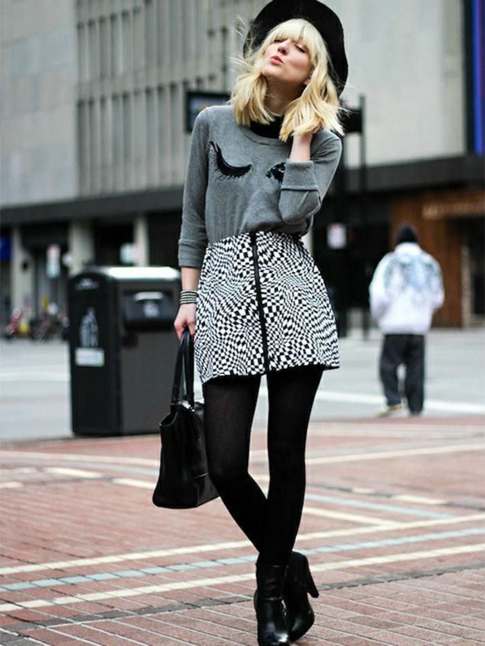 gris et noir parisien style casual chic femme mode parisienne style sans efforts mini jupe et bottines
