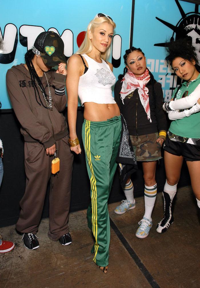 "sandra bullock and gwen stefani visit mtv's ""trl"" march 22, 2005"