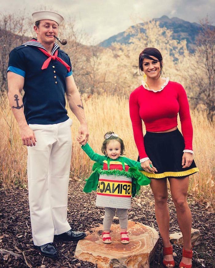 idee costume halloween pour la famille comme personnages popeye le marin olive oyl et un enfant comme pot d epinards