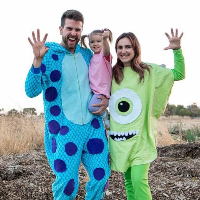 idee de deguisement halloween monsters inc facile a faire costume bleu et un grand t shirt vert
