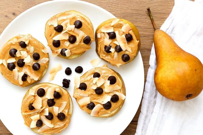 idee de dessert aux poires cookies poire au beurre de cacahuete noix de coco et pepites de chocolat