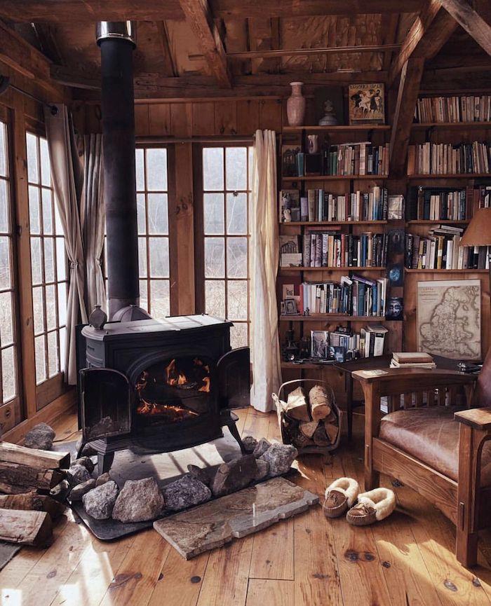 idee deco bureau cabane de rondin office avec un poele un fauteuil en cuire et grande biblioteque