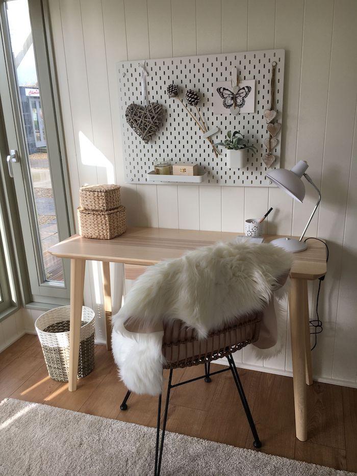 idee deco bureau style scandinave des meubles en bois claire des matieres de duvet