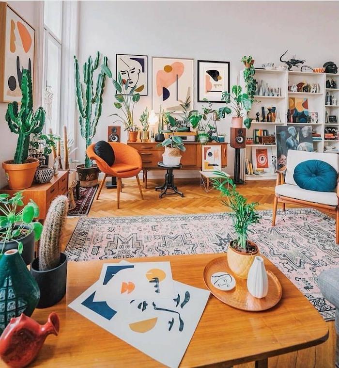 idee deco salon boheme cocooning artistique tapis oriental mobilier bois tapis oriental parquet bois clair cactus en pot et autres plantes succulentes d intérieur