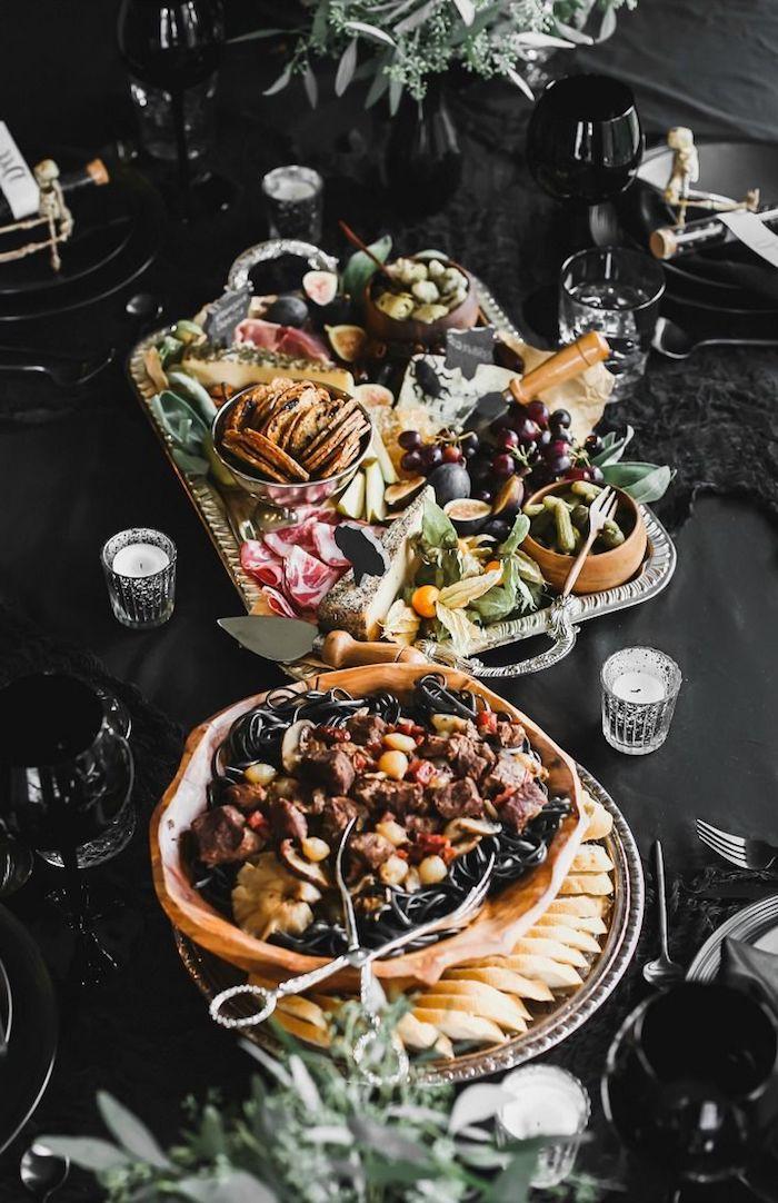 idee repas halloween comment ranger la table festive des plateaux frommages et fruits