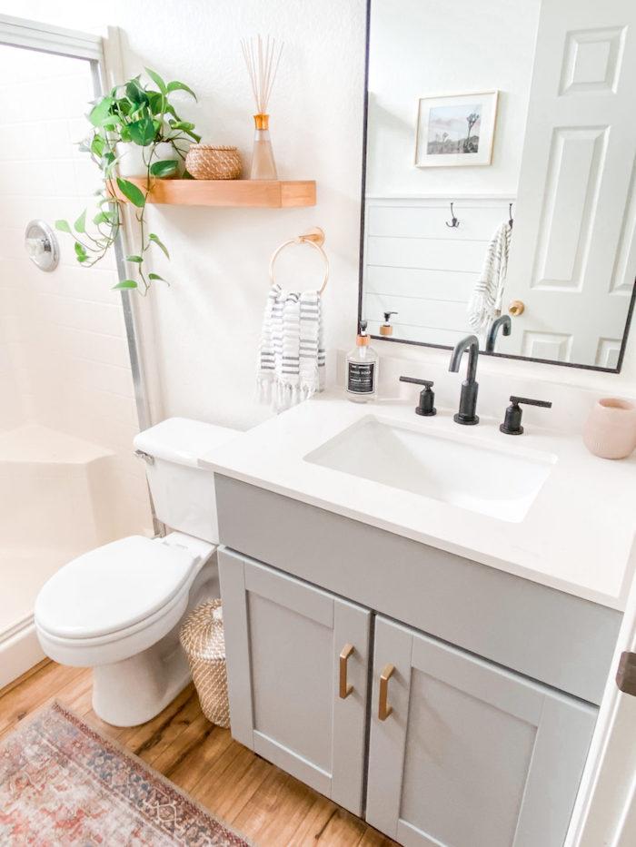 idees d amenagement dans la salle de bain petite zen plantes miroirs