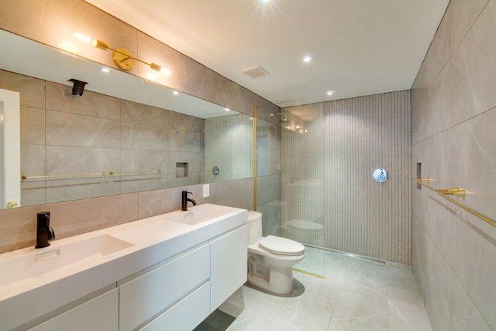 idees de carrelage dans la salle de bains toilette verres cabine de douche moderne