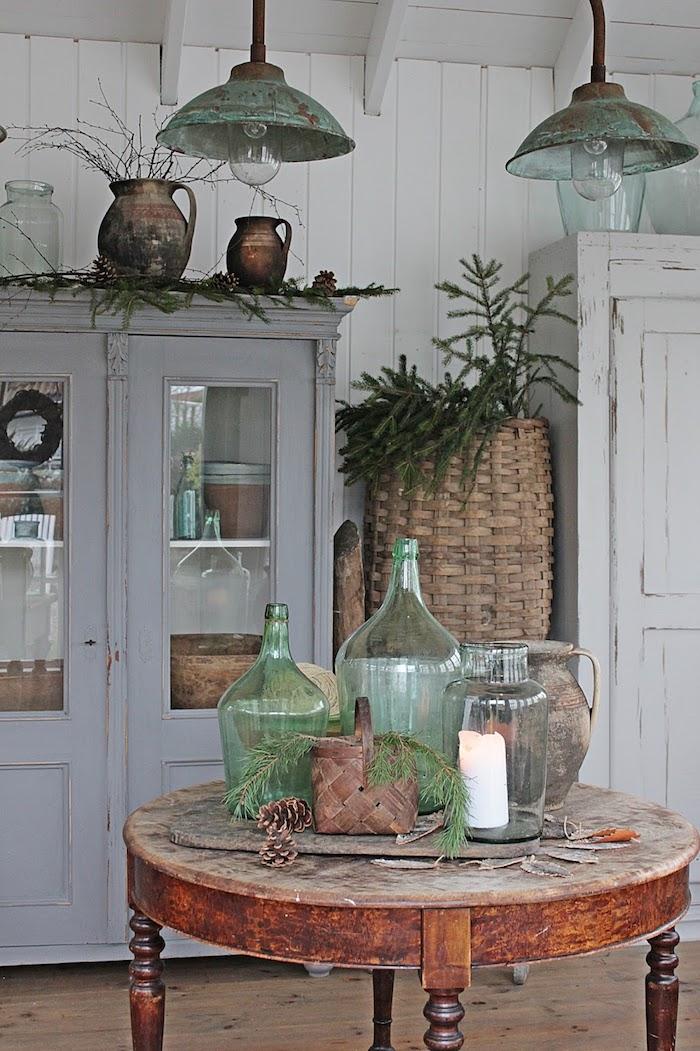 idees de decoration en style rustique commode ancien grandes vases sur table en bois