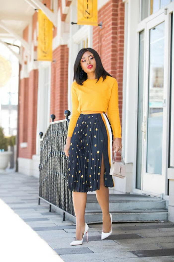 jaune pull et jupe mi longue fendue a pois chaussures a talon belle femme jupe chic et tendance comment porter une jupe longue plissée