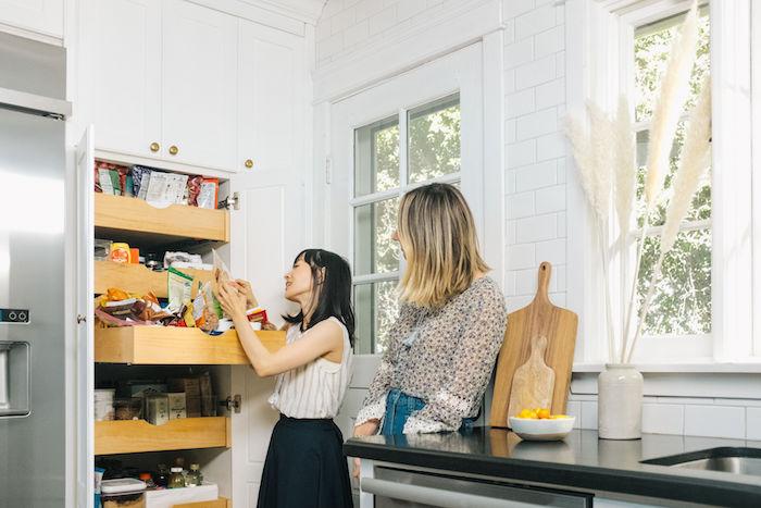 konmari organisation maison marie kondo conseille une cliente comment ranger sa cuisine