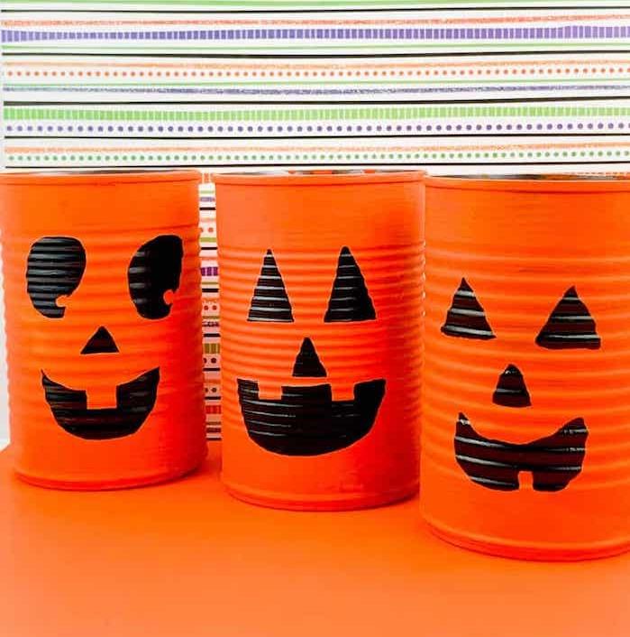 lanternes diy fabriquée dans boites de conserve recyclées à motif jack o lantern peinture orange et marqueur