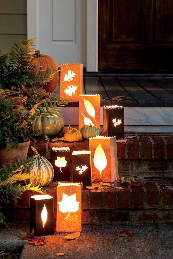 lanternes halloween diy idée de décoration halloween en papier avec des sacs de papier avec bougies à l intérieur