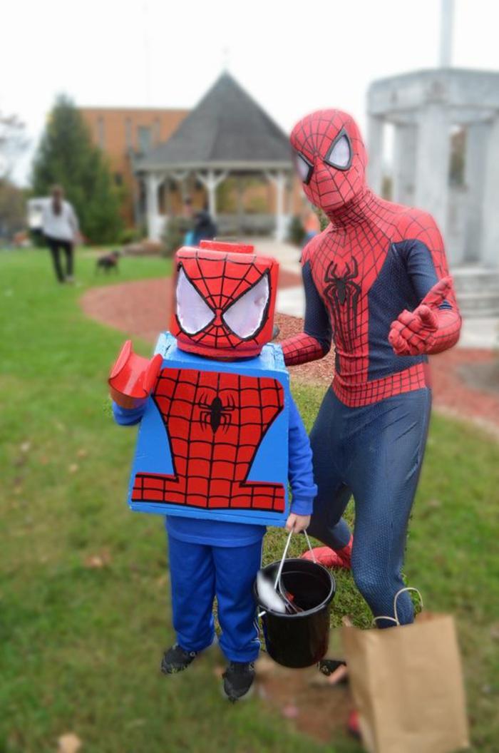 lego spiderman et le superbe spiderman deguisement couple film bien s habiller pour une soiree cineaste originale idée