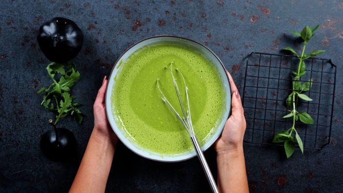 mélange pâte à crêpe idée comment faire des crêpes salées vertes avec des épinards pour le gouter halloween