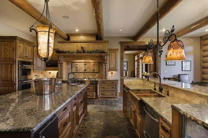 maison géante cuisine ancienne tendances chez les cuisines modernes marbre et bois lustre fer