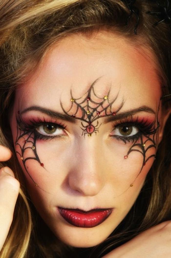 make up maquillage halloween fait maison technique contouring visage faux cils dessin toile araignée eyeliner noir