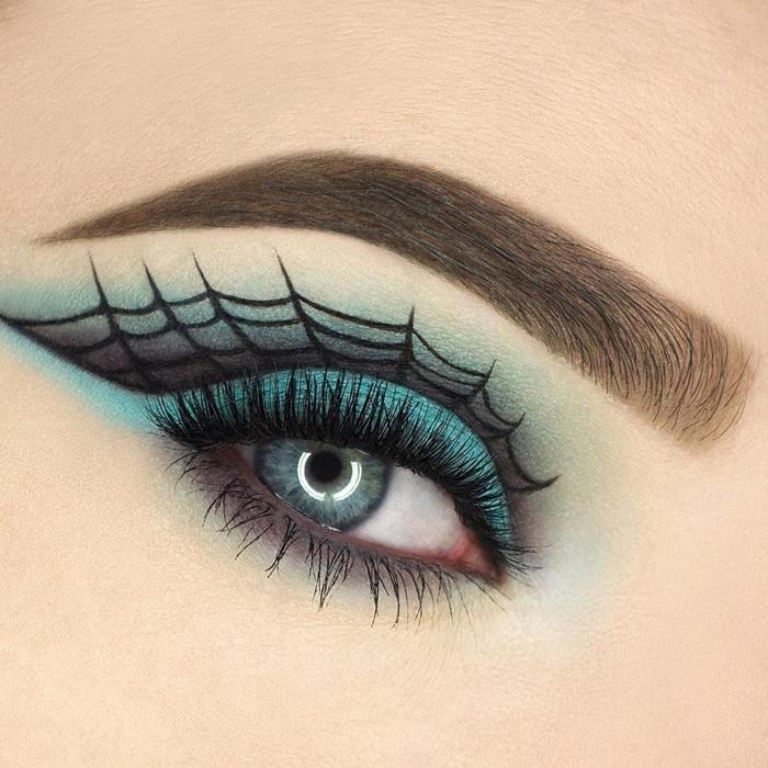 make up maquillage halloween fards à paupières turquoise ombres dessin toile araignée eye liner noir makeup facile yeux bleus