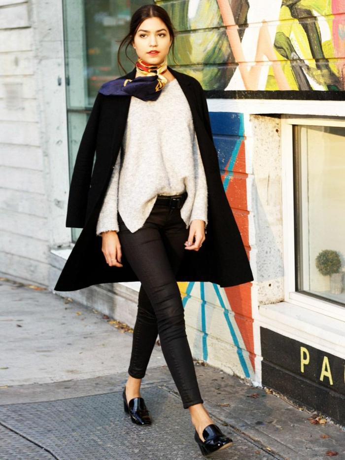 manteau noir pull blanc chaussures stylées look cuissarde tenue parisienne comme les femmes a paris