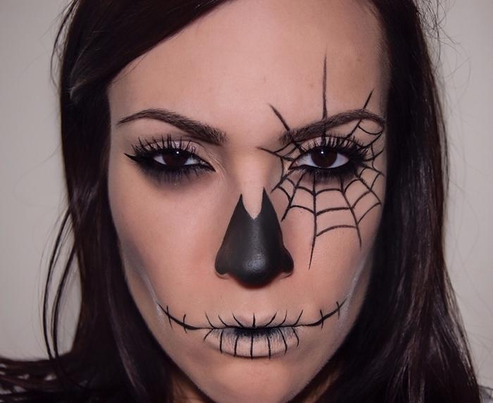 maquillage araignée visage facile à dessiner soi même toile d araignée oeil femme mascara faux cils eye liner noir nez