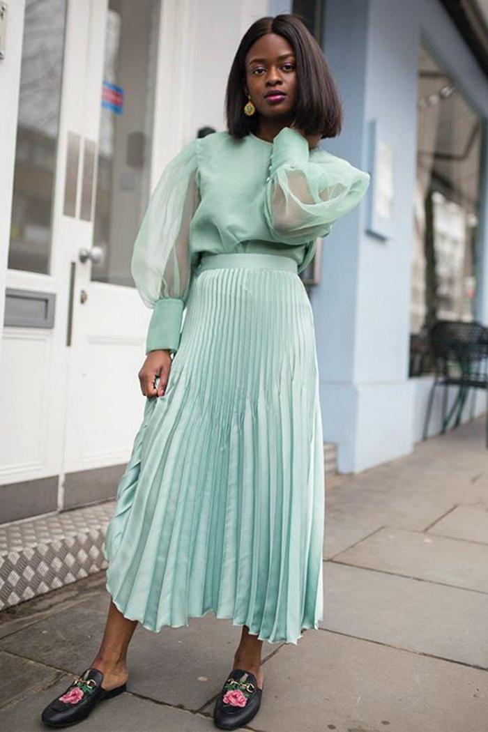 menthe robe deux pieces chemise et jupe mi longue comment porter la jupe plissée tenue avec baskets simple chaussures avec roses
