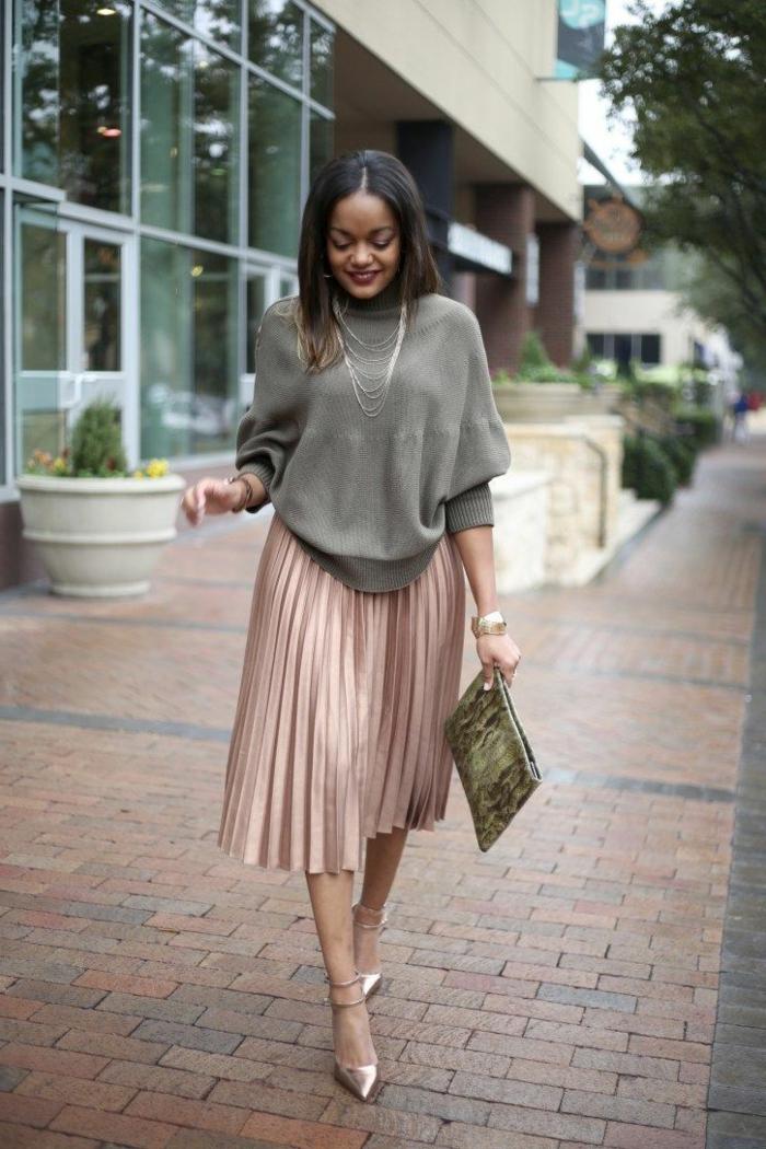 mi longue jupe rose et pull chic decontracte jupe longue droite comment porter une jupe longue plissée