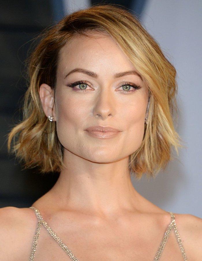 moderne court femme tendance coiffure 2020 coupe originqle en lilac pour jeune femme