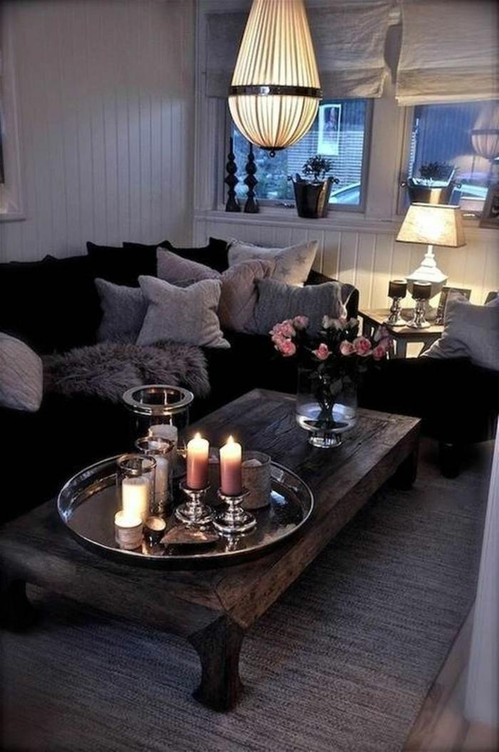 nuit cosy avec bougies salon canapé en angle lustre vintage table basse en bois massive peinture pour salon déco salon cocooning