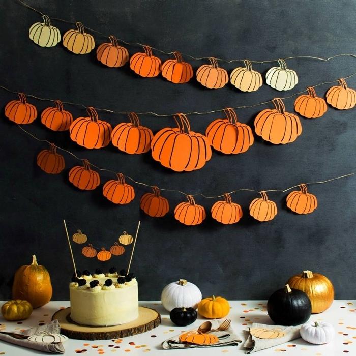 peinture murale foncée gris anthracite décoration table fête petite citrouille peinture dorée deco halloween a imprimer