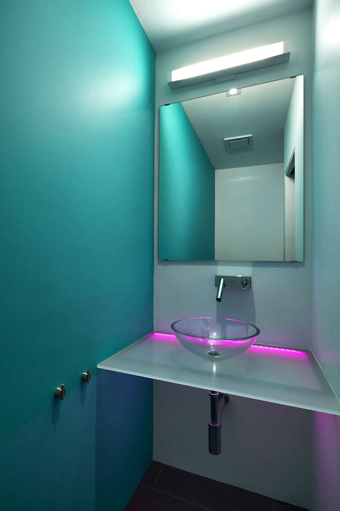 petite salle de bain idees d amenagement eclairage led lavabo miroir