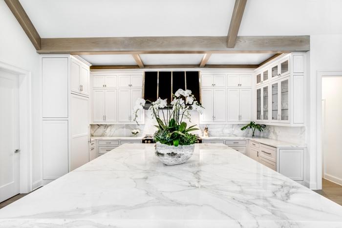 plan de travail cuisine marbre design luxe intérieur moderne agencement cuisine en l avec îlot comptoir marbre crédence