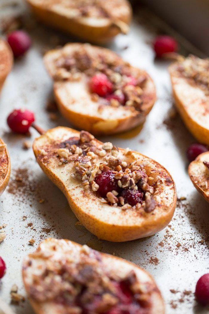 poires cuites farcies à la granola et des canneberges idee de dessert automne avec des poires