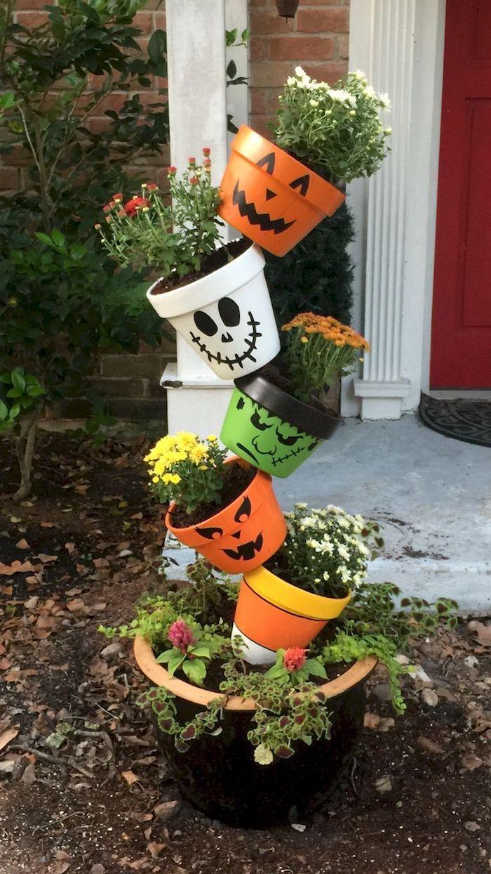 pot de feurs décorés à motif halloween spectre jack o lantern et frankenstein deco halloween facile a fabriquer